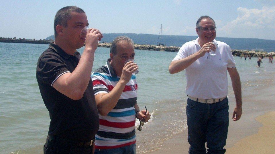 Болгарским чиновникам пришлось пить морскую воду