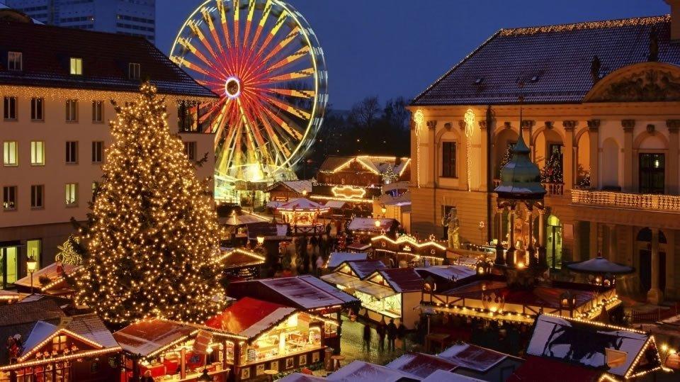Рождественская ярмарка в Будапеште Венгрия