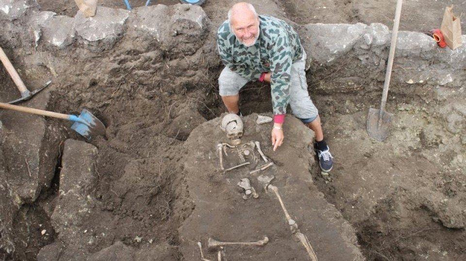 В Болгарии археологи нашли могилу очередного вампира