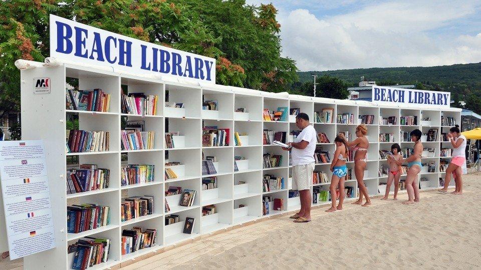 В болгарской Албене появились две новые пляжные библиотеки