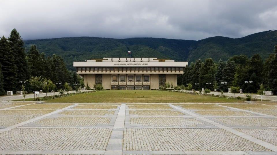 В Национальный музей Болгарии передали конфискованное золото